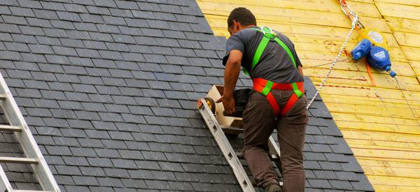 Travaux de couverture pose de fenêtres de toit