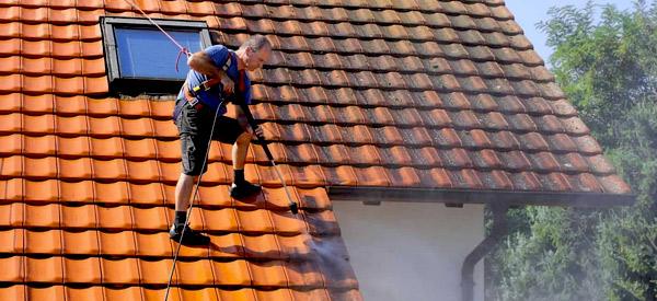 Nettoyage, démoussage toit et peinture hydrofuge colorée